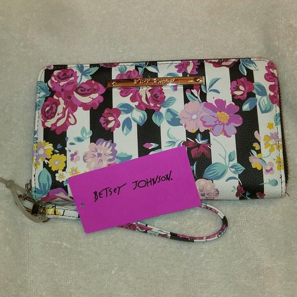 Betsey Johnson Handbags - NWT Betsey Johnson Wallet /Wristlet